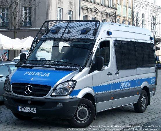 Policja Legnica: Wojsko wspomaga legnickich policjantów w kontrolowaniu osób objętych kwarantanną